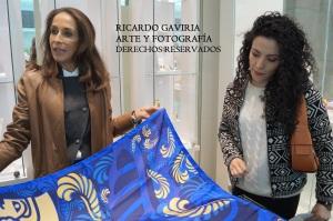 Las pañoletas de seda FREYWILLE son elaboradas completamente a mano, en ellas  están impresas los diseños de las diferentes colecciones de la firma austriaca.