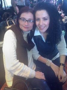 Aquí con la bella María Del Pilar Quiroz lectora fiel de mi  blog y fanática a las cremas de manos de Natura.
