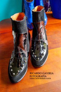 Me encanta el charol, me enamore de estos botines, una combinación perfecta con ante y taches.