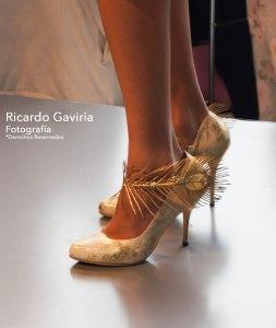 La diseñadora Julieth Estrada como siempre sorprendiéndonos con zapatos muy femeninos y detalles románticos.