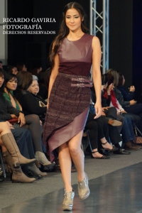 Traje de cuero y tejido a mano, detalles que caracterizan a la diseñadora Deisy Santafé