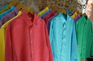 Guayaberas y camisas para hombre, estos colores me encantan!