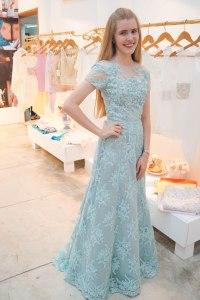 Ella es Gabriela quien le pidió a Ketty le diseñara su vestido de grado,  se ve tan encantadora, parece toda una princesita!