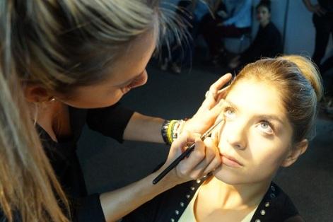 SP PRO Maquillaje oficial del IFLS Aqui Laura Tobon